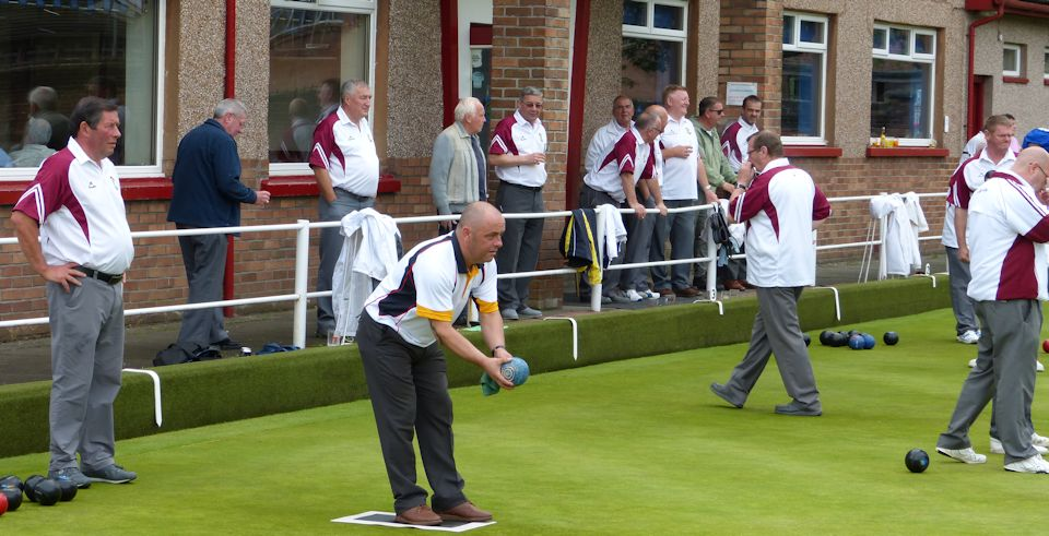 Observing lawn bowls etiquette